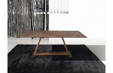 Kansas dining table by Ideal Sedia